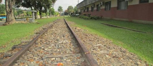 Linha férrea  construída em 1934, neste local o trem realizava o  carregamento e descarregamento de cargas